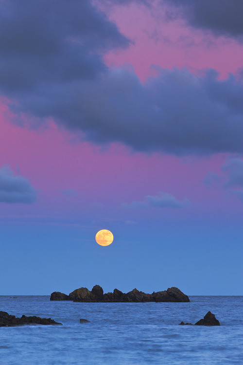 Moonrise, Porthoustock, England