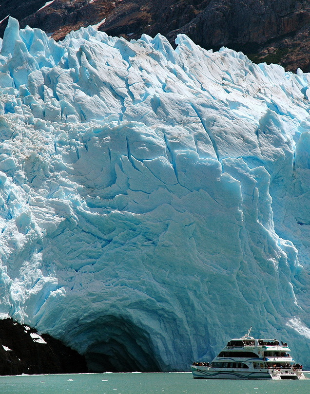 Cruise ship to Spegazzini Glacier in Patagonia, Argentina