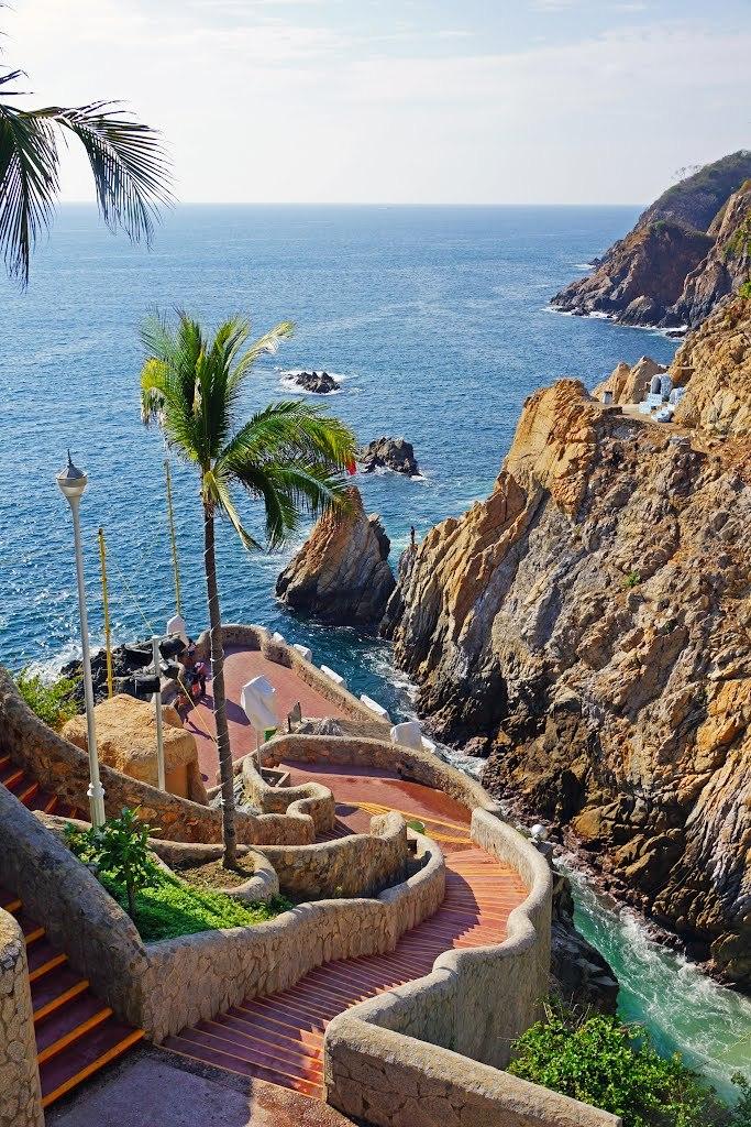 La Quebrada stairway, Acapulco / Mexico