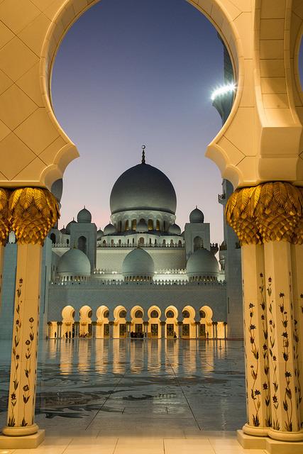 "A peek through the ""keyhole"", Abu Dhabi / United Arab Emirates"