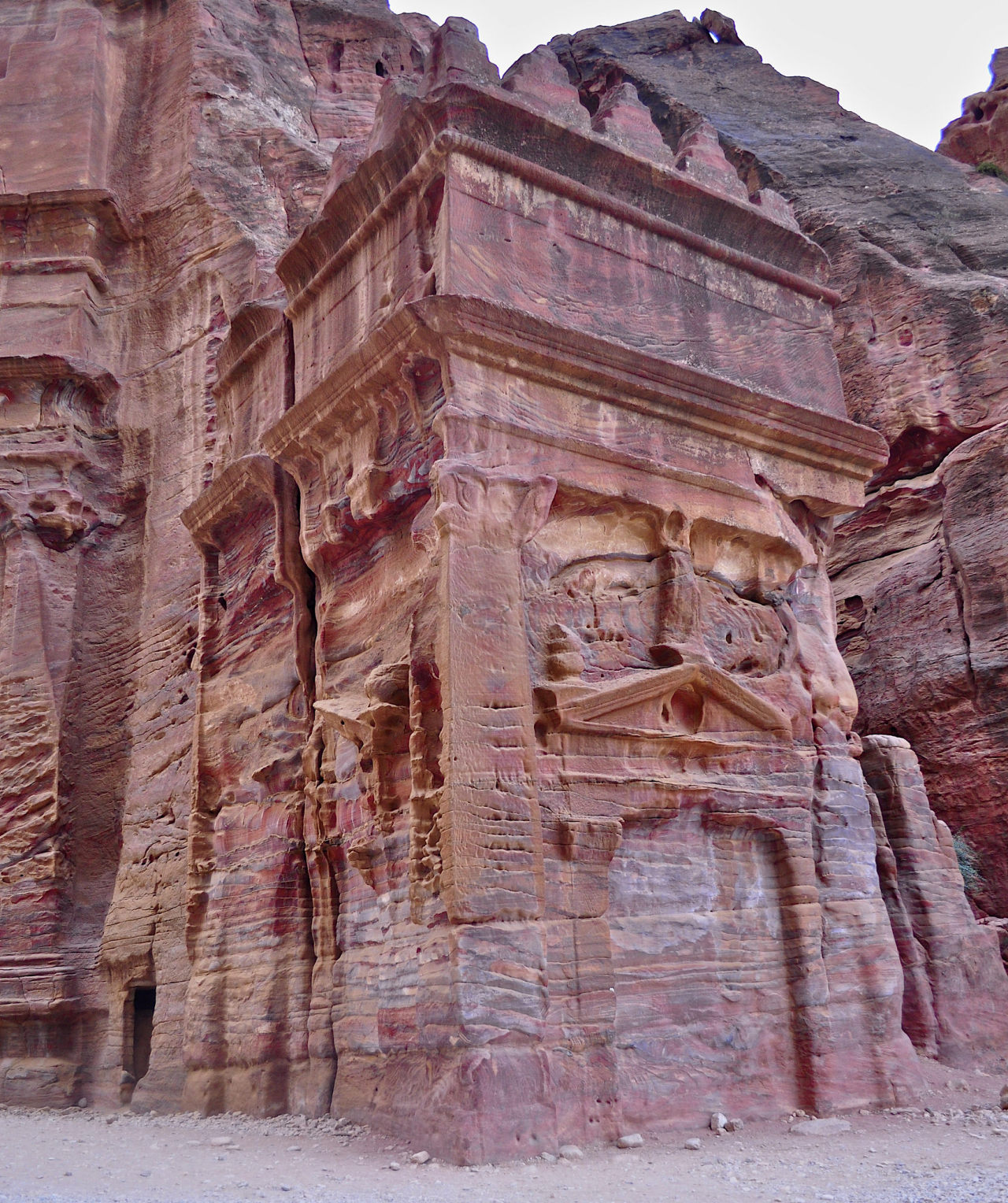 The red rock carved tombs of Petra / Jordan
